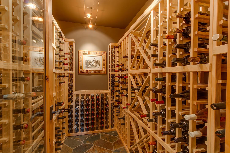 Погреб для вина в элитном особняке