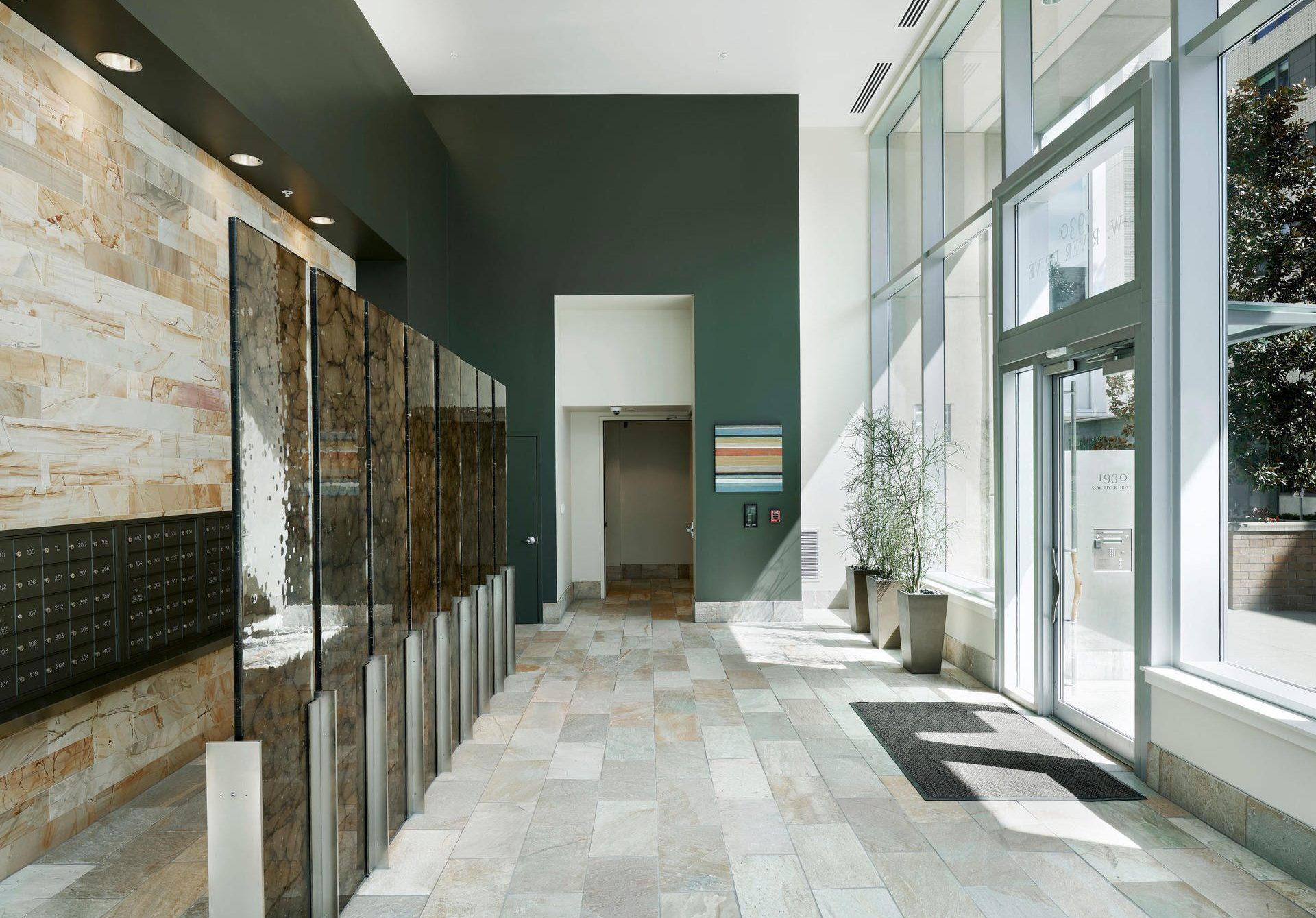 Отделка офисного здания, ремонт фое
