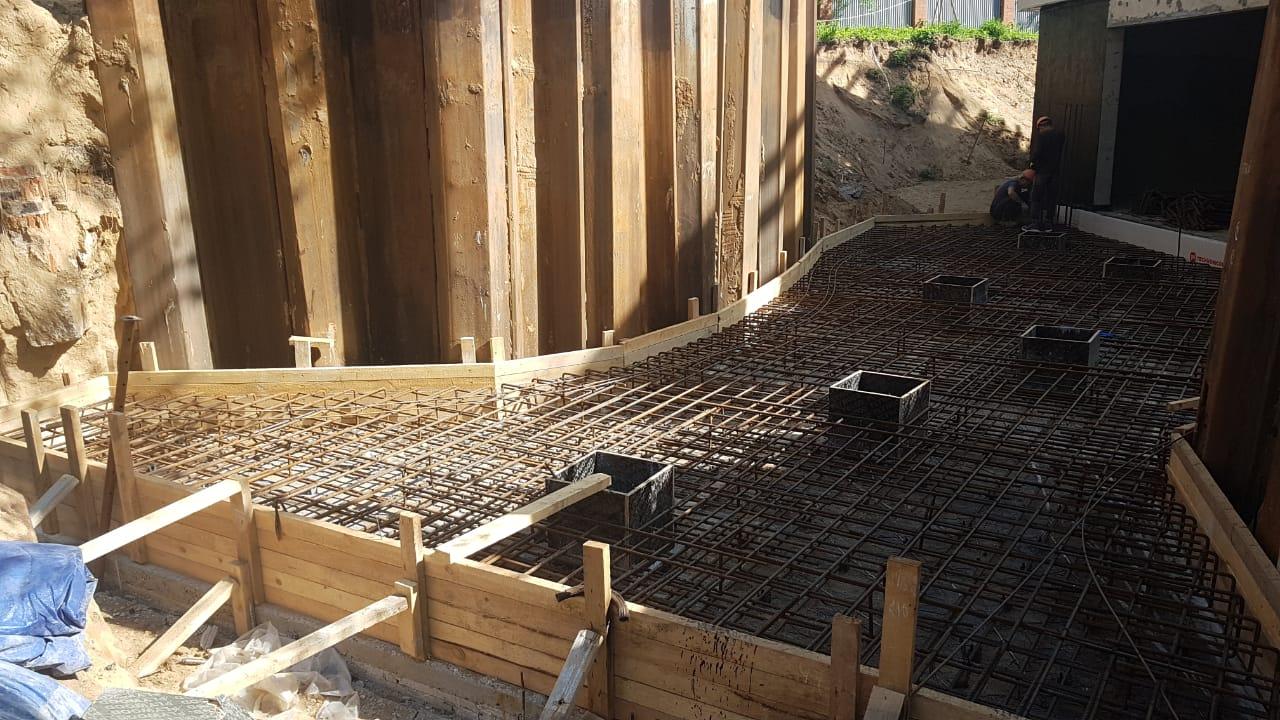 Строительство фундамента загородного дома фото