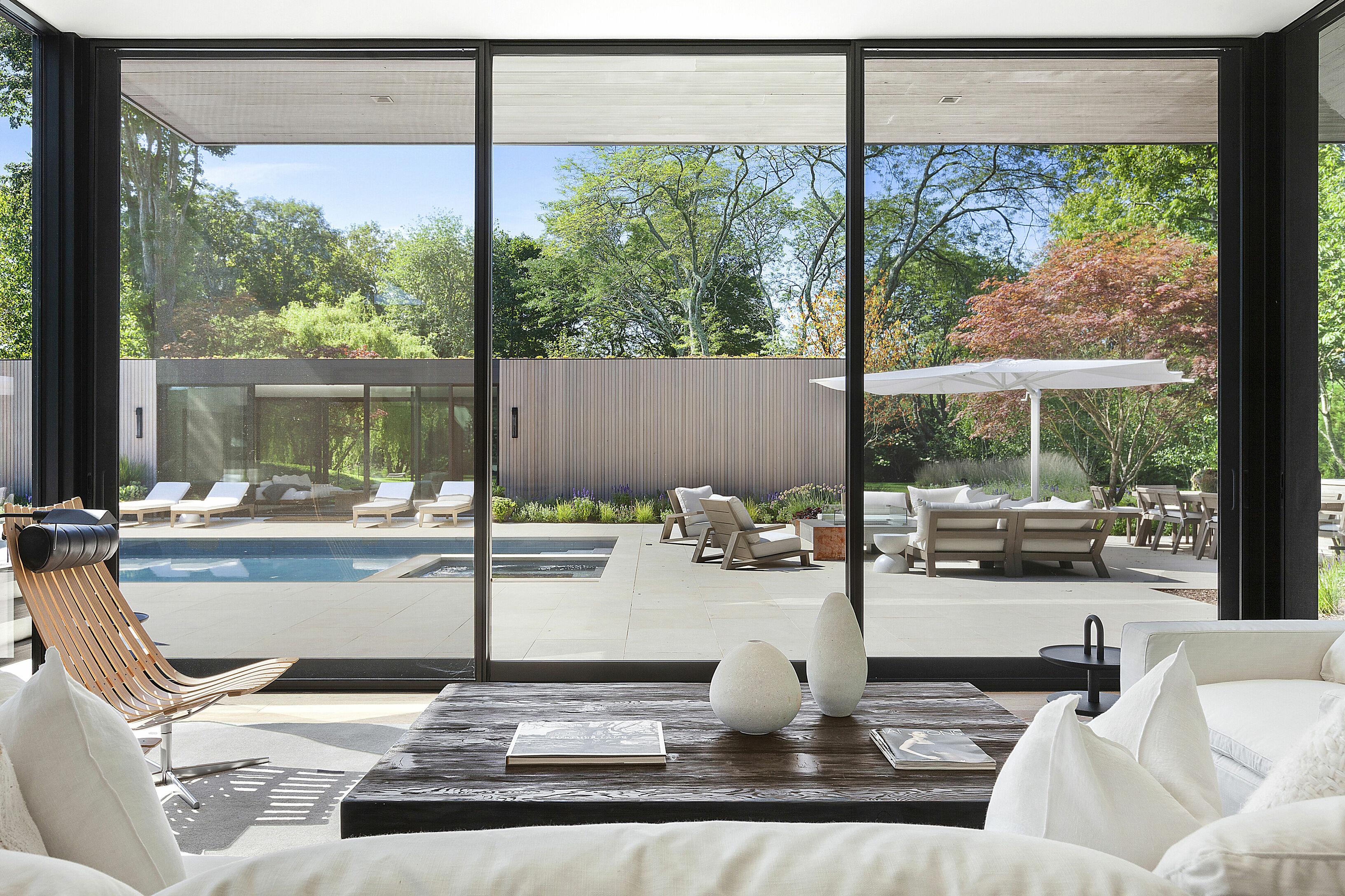 Панорамные окна в современном доме
