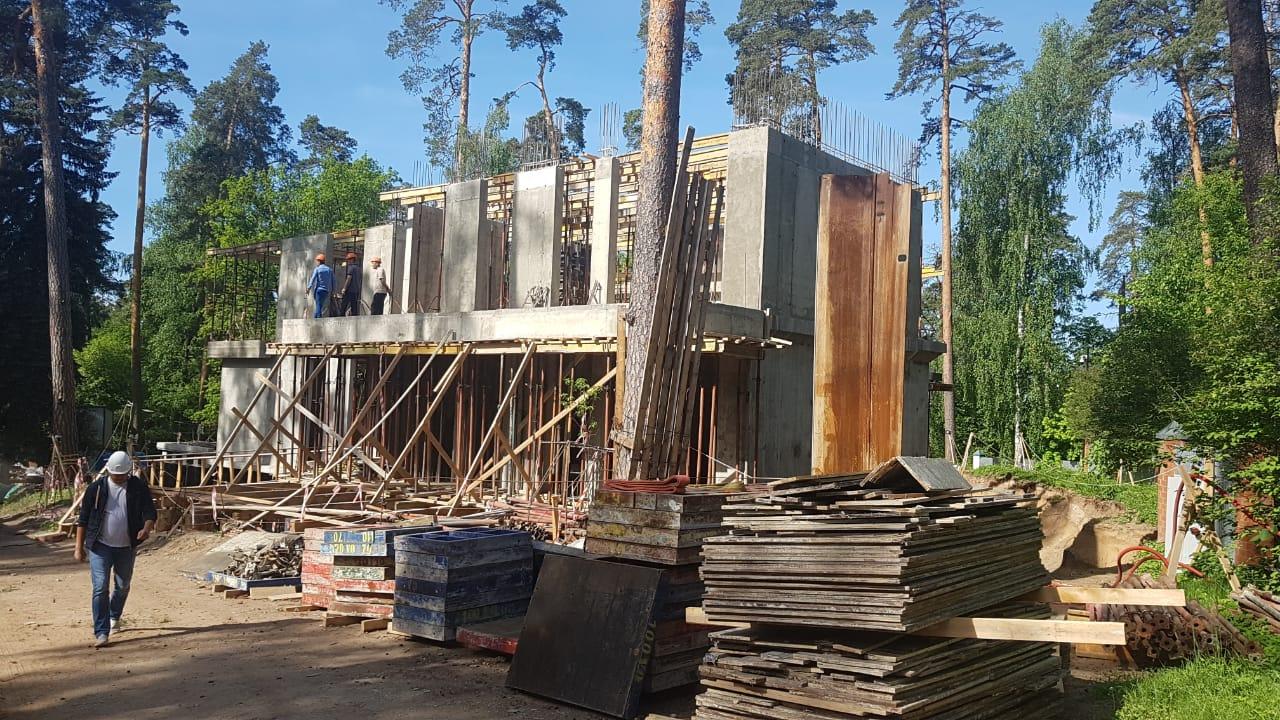Почему большой дом строить дешевле