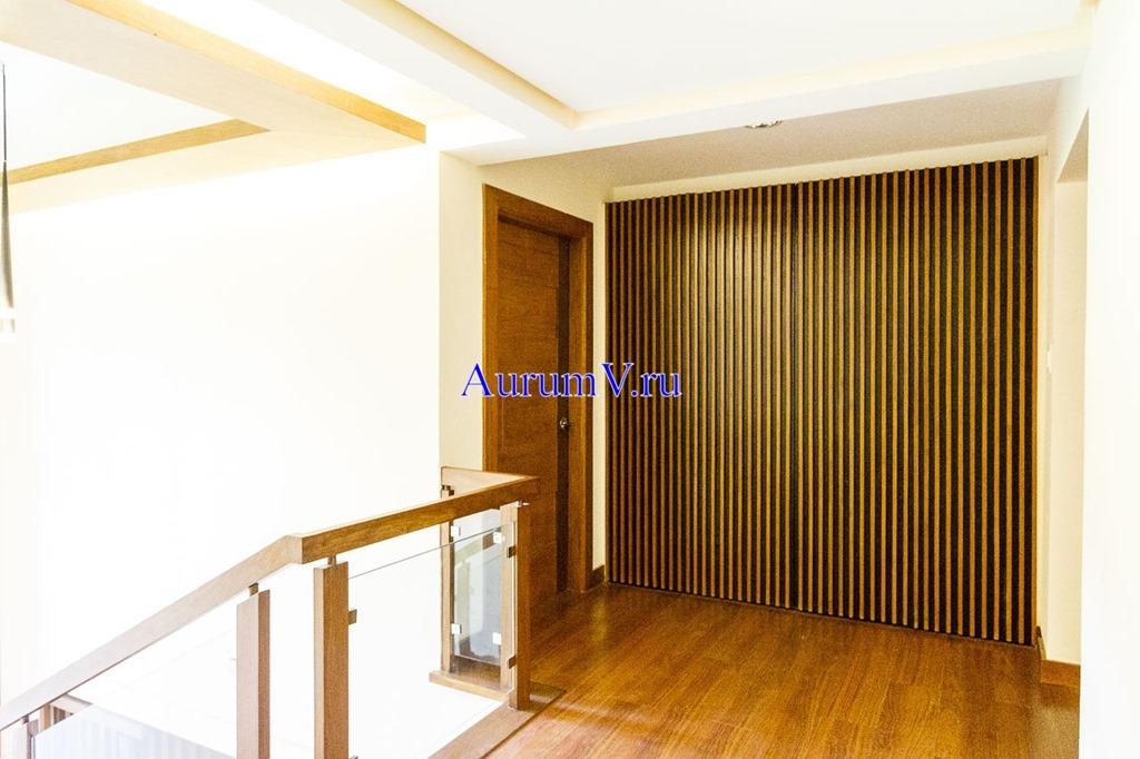 Отделка коттеджей - фото фое второго этажа